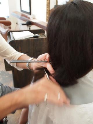 バッサリショートヘア