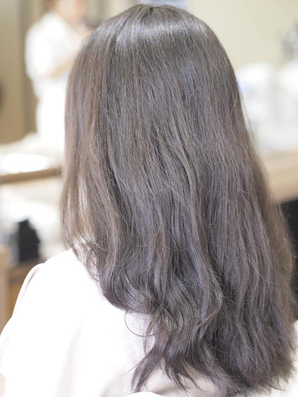 バッサリヘアカットのビフォアー&アフター 髪の量が多いロングからショートにbefore後ろ画像