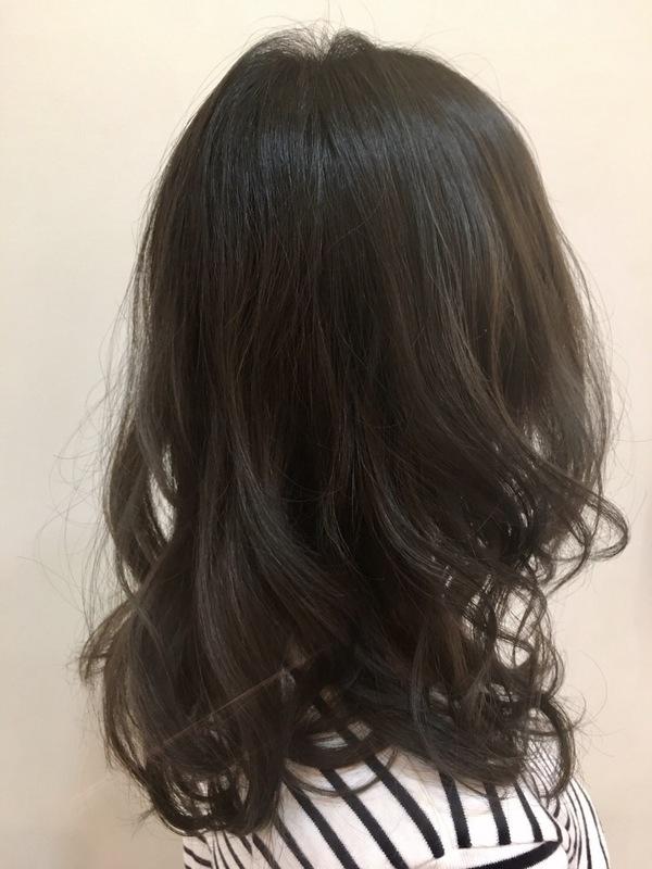 沖縄 北谷 美浜 美容師 グレージュ カーキグレージュ 赤み除去 外国人風ヘアカラー